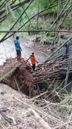 Segepok Bambu Roboh ke Sungai, FPRB Bergerak