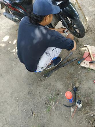 Pelatihan Mekanik Sepeda Motor Hari Ke-16 di Balai Desa Tamantirto