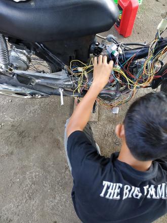 Pelatihan Mekanik Sepeda Motor Hari Ke-20 Di Balai Desa Tamantirto